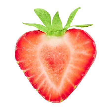 Hälfte der Erdbeere lokalisiert auf weißem Hintergrund.