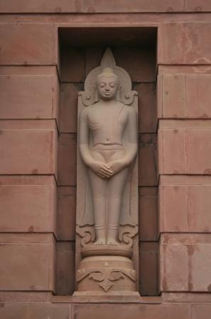 sarnath: Statue of Buddha at Wat Thai Sarnath, Varanasi, India Stock Photo