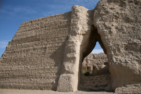 Gate Yuemen Guan pass, Gobi desert Dunhuang China