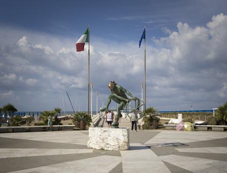 forte: Statue of pier Forte dei Marmi in Italy