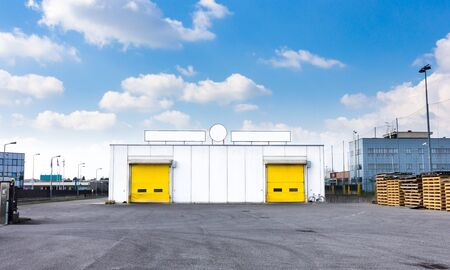 loading dock: Warehouse loading dock