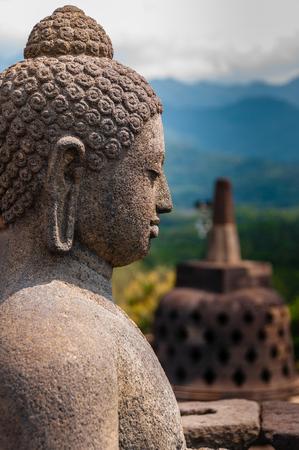 templo: Una escultura de Brahman en el gran templo de Indonesia