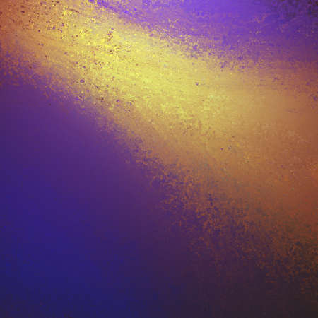 purple gold background with texture and bright beam or color splash streaming from top border at a diagonal angle Standard-Bild