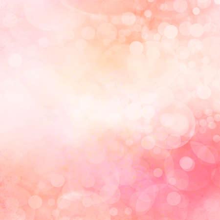 黄ばんだピンクと桃ボケ背景、色あせた曇りホワイト クリスマス ライト、空に輝きます。ファンタジー背景デザイン。