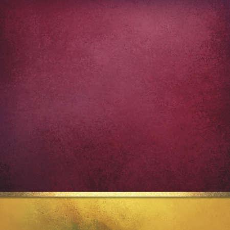 Elegante elegante burdeos fondo rojo y oro con cinta dorada brillante y textura vintage, diseño de capas de color Foto de archivo