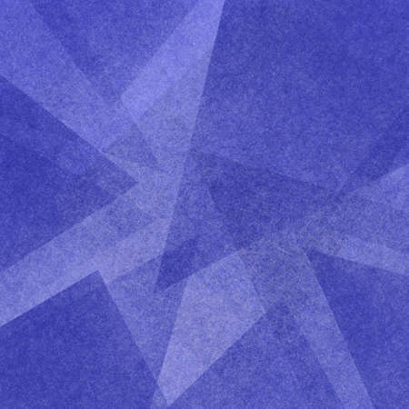 Fondo abstracto azul con capas triangulares en patrón geométrico moderno