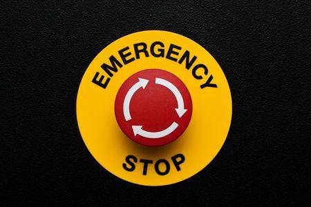 powerpoint: Bot�n rojo de emergencia en panel negro