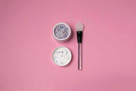 Skin care beauty minimal concept - trendy glitter face mask with silicone spatula top view, pink background, copy space. Blogging, social media. Imagens - 117616116