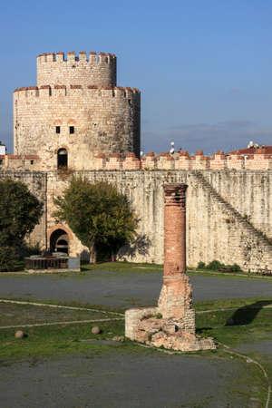 mehmed: Yedikule Fortress is a section Walls of Constantinople.  It was used as a treasury, archive, and state prison. Voyage en Moree, Constantinople, en Albanie, et dans plusieurs autres parties de lEmpire Othoman, pendant les annes 1798, 1799, 1800 et 1801 b