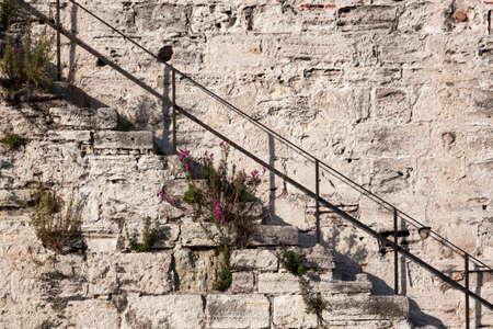mehmed: Yedikule Fortress is a section Walls of Constantinople.  It was used as a treasury, archive, and state prison. Voyage en Morée, à Constantinople, en Albanie, et dans plusieurs autres parties de lEmpire Othoman, pendant les années 1798, 1799, 1800 et 1801