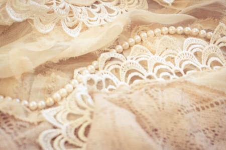 perle rose: Dentelles, perles et mousseline de soie vintage background