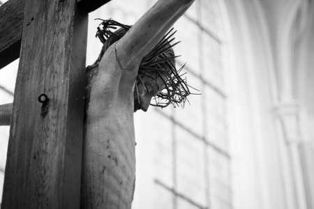 cruz de jesus: Una estatua de Jesús en la cruz