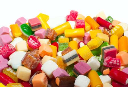 snoepjes: Achtergrond gemaakt van assortiment van kleurrijke snoep Redactioneel