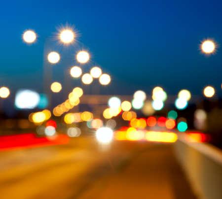 lumieres: Feux de circulation ville floues  Bokeh dans la nuit.