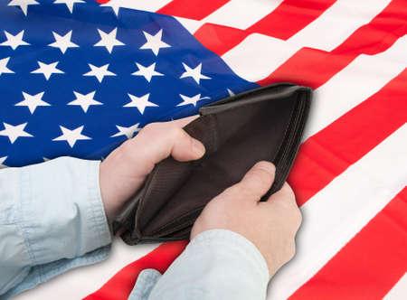 financiele crisis: Financiële crisis in de Verenigde Staten - Mans Handen Met Lege Portemonnee