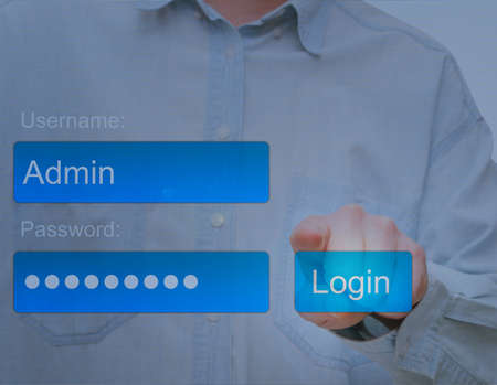 Hand Pushing Login Button auf Touch-Screen