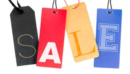 etiquetas de ropa: Etiquetas de papel con la muestra de la venta aislada en el fondo blanco
