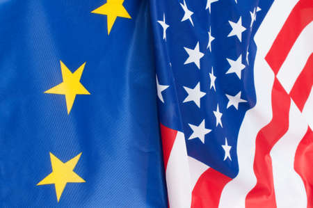 미국과 유럽 연합의 국기의 근접 촬영