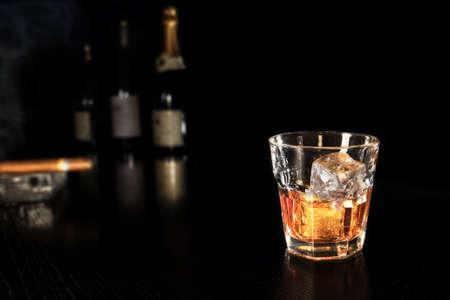 scotch: Whiskey op ijs Stockfoto