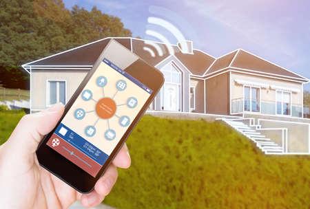 eficiencia energetica: SmartHouse ilustración dispositivo con iconos de aplicación