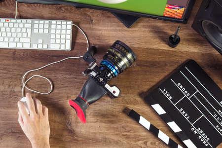 Desktop shot of a modern Digital Cinema Camera and clapboard on stylish wooden desktop Workplace Background Banque d'images