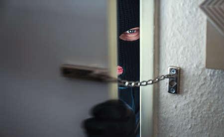 バール被害者の家に不法侵入で覆面をした強盗