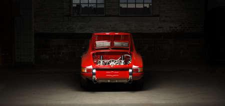 아헨, 독일, 2013 년 6 월 14 일 : Arnold Street의 역사적인 포르쉐 911 샷.