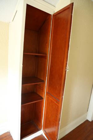Open vintage cabinent in a hallway. Zdjęcie Seryjne