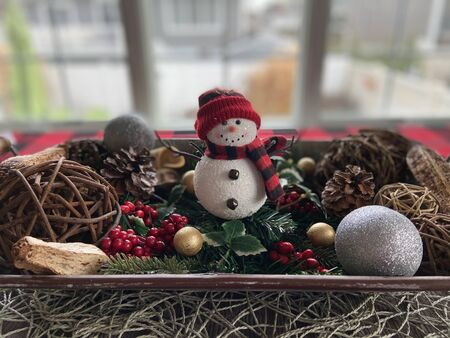 Snowman decoration on a table centerpiece during the holiday season Imagens
