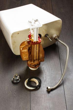 flushing: Fixing toilet flushing mechanism
