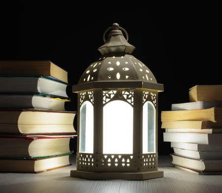 Lámpás között sok könyv