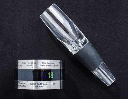 aerator: Wine accessory thermometer and aerator