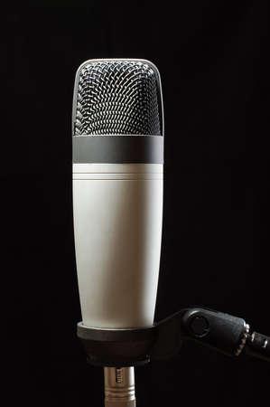 cardioid: Micr�fono de condensador de estudio aislado en el fondo negro Foto de archivo