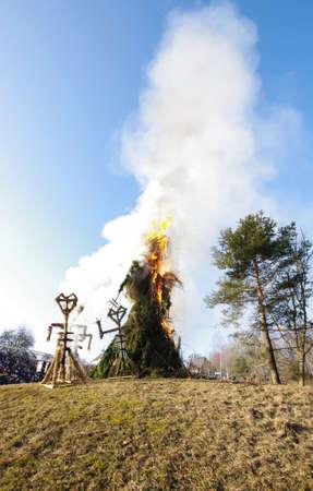 Téli szimbólum Bővebben a tűz pancake day Rumsiskes Litvánia Stock fotó