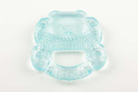 fondo para bebe: Tenga forma de silicona mordedor para los beb�s aislados sobre fondo blanco Foto de archivo