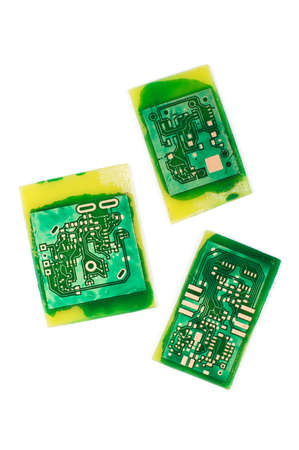 AFICIONADOS: Hecho a mano PCB electrónica aficionado aislado en el fondo blanco Foto de archivo