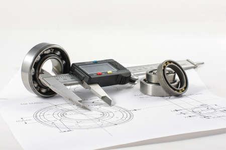 herramientas de mecánica: Rodamiento y la pinza en el dibujo de ingeniería mecánica