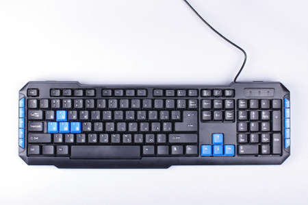 Clavier d'ordinateur isolé sur le fond blanc