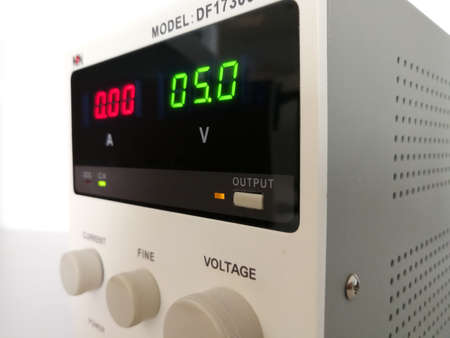 Precise variable voltage and current power supply used in prototyping and engineering 스톡 콘텐츠