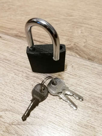 Metal padlock on the wooden floor. Security concept Banque d'images
