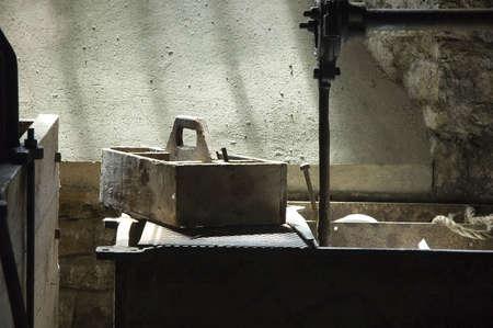 古い昔ながらワーク ショップでカーペンターズ ツールセット 写真素材