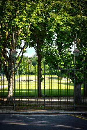 public park during confinement in france Banque d'images