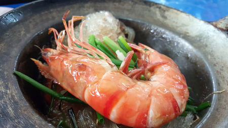 carte: Closed up of the Casseroled prawns with glass noodles