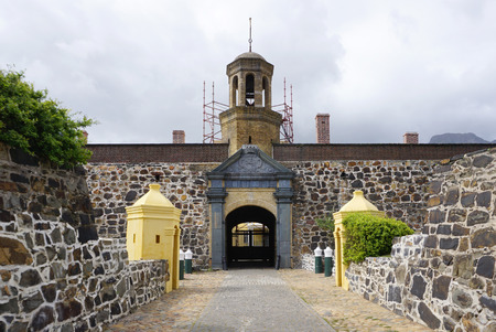 Cape Town, South Africa - 29 September,2016 : Entrance gate of the heritage Castle of Good Hope in Cape Town on 29 September 2016 in Cape Town, South Africa 新聞圖片
