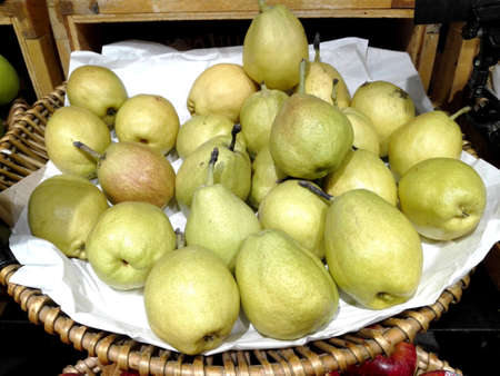 Close up of photo of very fresh green common guava (Psidium guajava) preparing for sale Imagens
