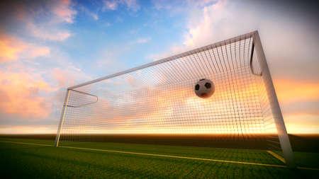 Voetbal werd geopperd in het doel op het voetbalveld bij zonsondergang.