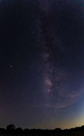 Fondo de cielo en la noche y Milkyway.