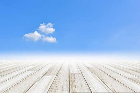 Sky background with wooden floor Imagens