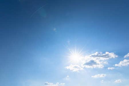 Nehmen Sie Weitwinkel, Himmel und Wolken sowie Sonnenlicht am Tag auf.