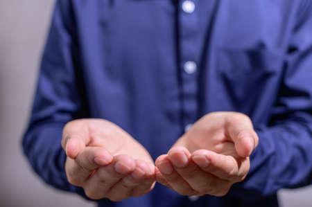 Business people ask for help 版權商用圖片